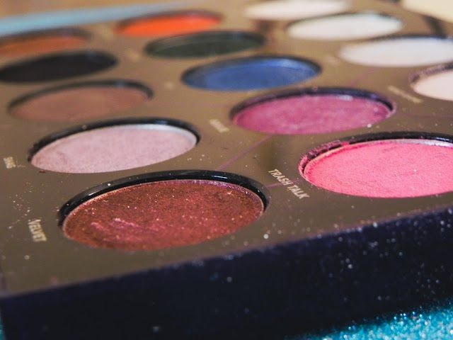 urban decay distortion palette side closeup