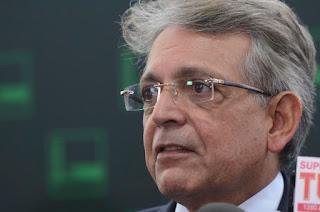 Deputado Pauderney Avelino quer acabar com a roubalheira da indústria das multas