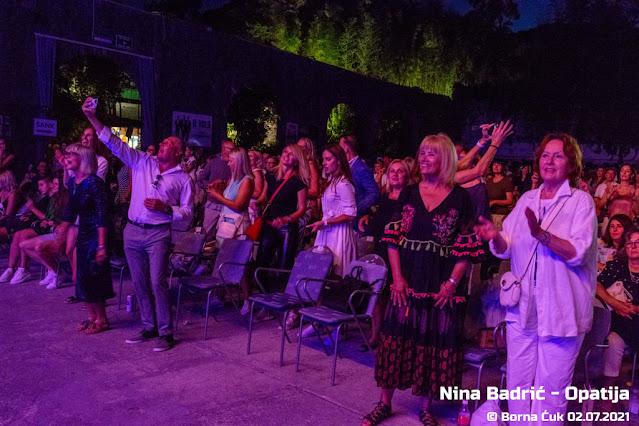 Nina Badrić na ljetnoj pozornici u Opatiji Foto: Borna Ćuk