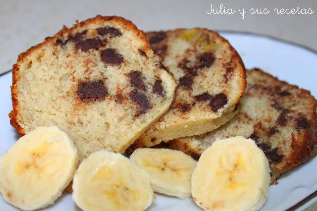 Bizcocho de plátano con pepitas de chocolate. Julia y sus recetas