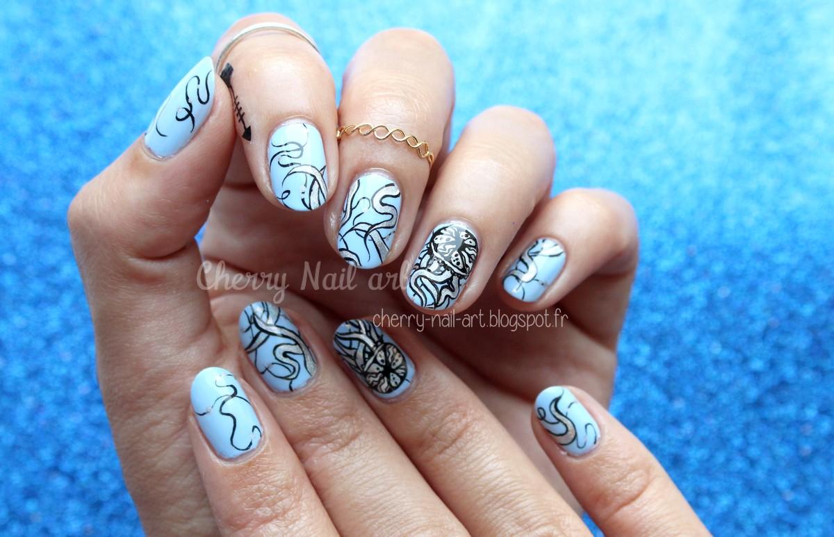 nail-art-méduse-holographique-abstrait-été