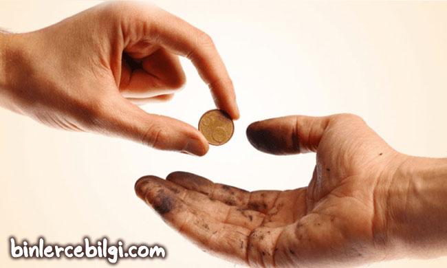 Sadaka nedir? Sadaka vermenin sevabı faziletleri nelerdir? Neden sadaka vermeliyiz? Sadaka ile ilgili ayetler hadisler nelerdir? sadaka kimlere verilir?