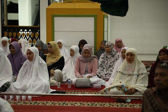 Warga yang hadir di acara peringatan nuzul quran.