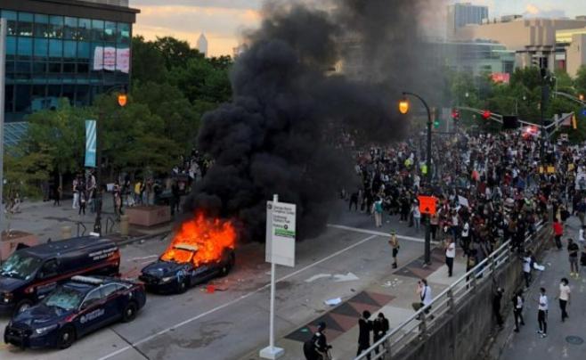 Κανονικός πόλεμος! «Διαδηλωτές» στις ΗΠΑ ανοίγουν πυρ κατά αστυνομικών! Ανατριχιαστικά ΒΙΝΤΕΟ