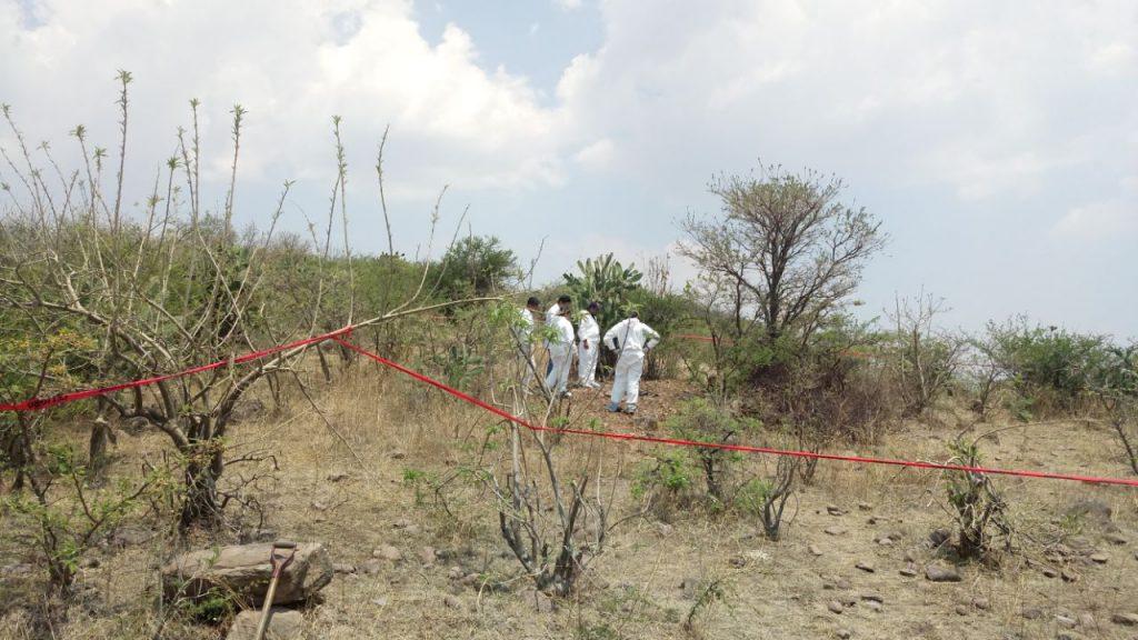 Hallan 8 muertos, entre ellos mujeres, en fosa clandestinas  de Michoacán
