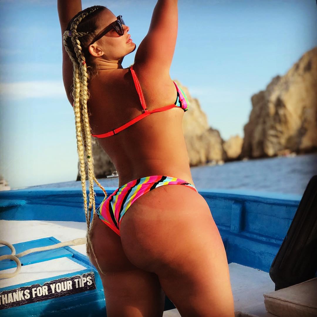 Julie Cashs Hot Selfies (NSFW) - BootymotionTV