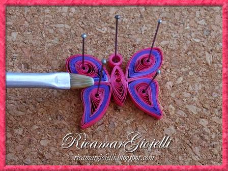 TUTORIAL per realizzare un ciondolo a farfalla in quilling