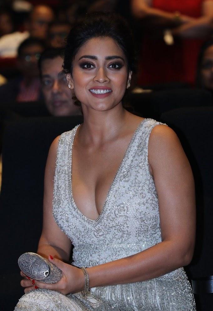 Shriya Saran Hot & Sexy Stunning Photos