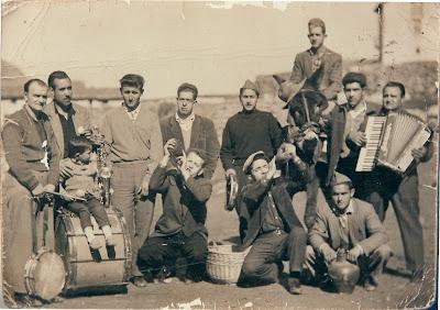 fotos antiguas Beceite ,quintos de mi padre, nacidos 1938