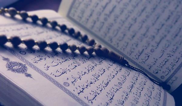 Bagaimana hukumnya membaca Al-Qur'an dengan cepat, sehingga kedengarannya tidak mengikuti undang-undang Ilmu Tajwid