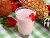 Vitamina de Coco, Abacaxi e Morango (vegana)