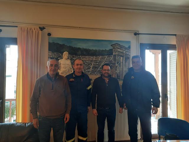 Ο νέος Διοικητής της πυροσβεστικής Αργολίδας επισκέφθηκε τον Δήμαρχο Επιδαύρου