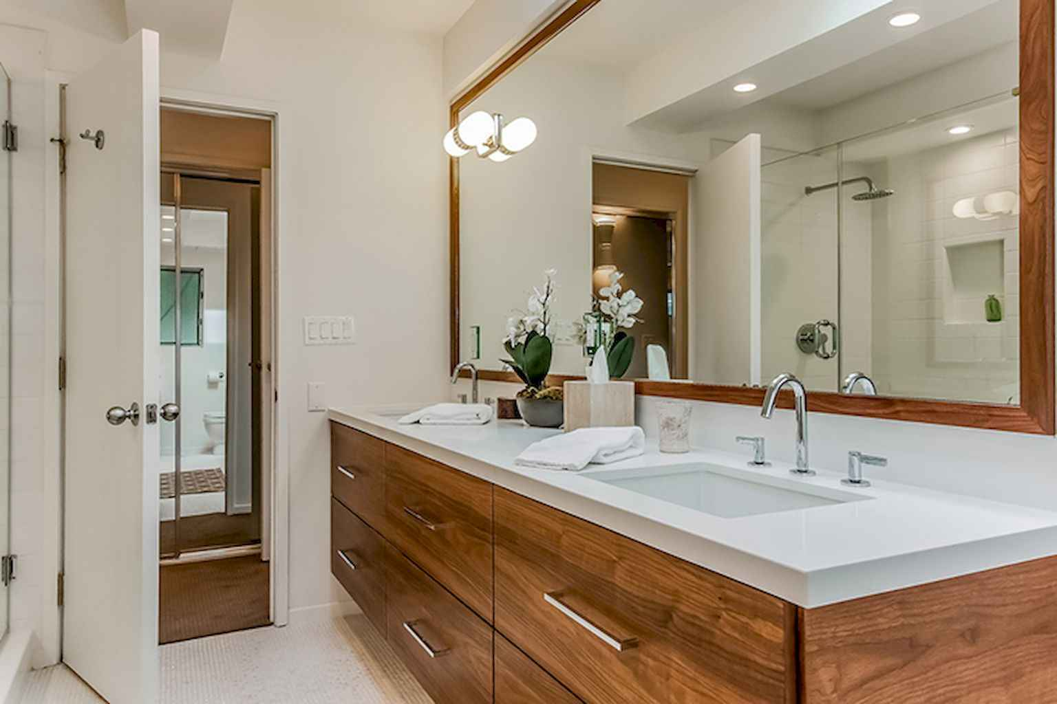 Mid Century Bathroom Decoration Ideas