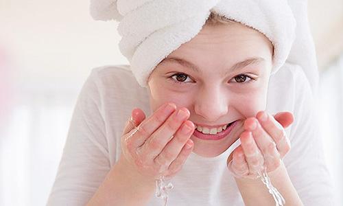 Rutina de limpieza facial para puntos negros