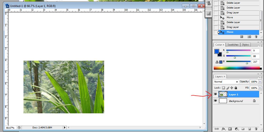 menggunakan move tool untuk memindahkan gambar
