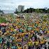 Manifestantes realizam ato pró-Bolsonaro a favor do voto impresso auditável