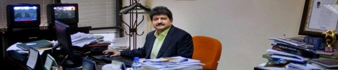 Pakistani TV Bans Host Hamid Mir of Talk Show After He Criticized Army