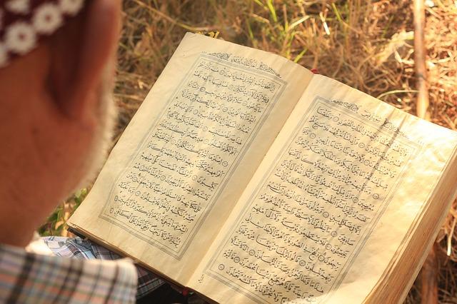 Bacaan Arab Al Quran Surah Al Qariah, Al 'adiyat dan Az Zilzal dan Terjemahannya