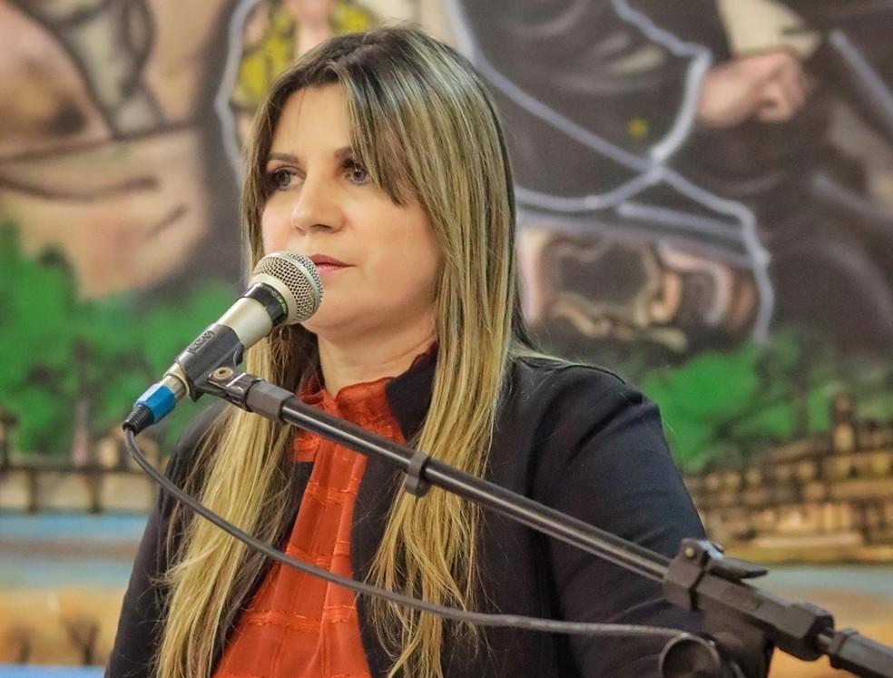 Novo juiz adia audiência de ação contra prefeita por compra de votos para maio