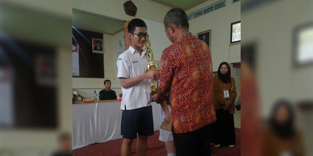 Ferdinand Juara 1 dan Aristo Juara 3 Kompetisi Matematika Univet