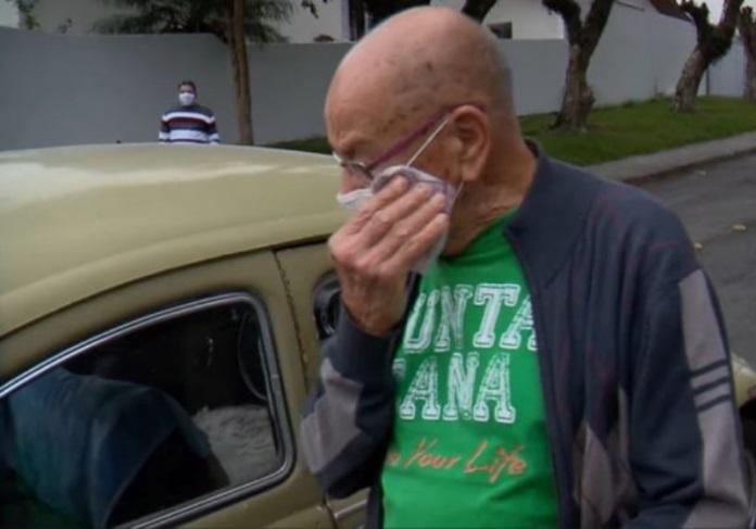 Alunos compram fusca de ex-professor endividado e devolvem a ele; vídeo - Portal Spy Notícias