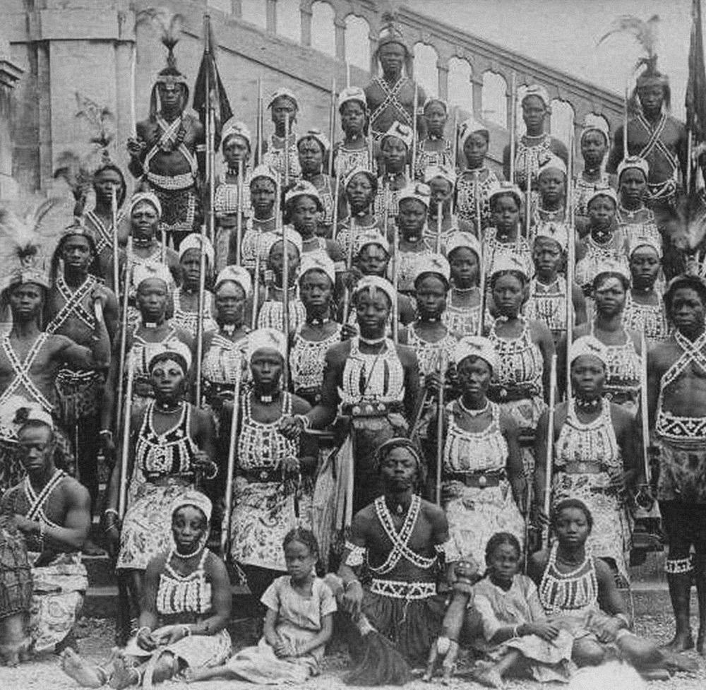 Ahosi, guerreiras fons que formavam um dos regimentos militares do Reino do Daomé
