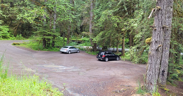 Small parking lot but not busy at Nooksack Falls