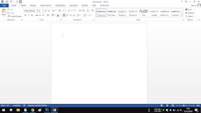 2. Setelah terbuka, silakan klik menu Customize Quick Acces Toolbar di bagian atas Insert