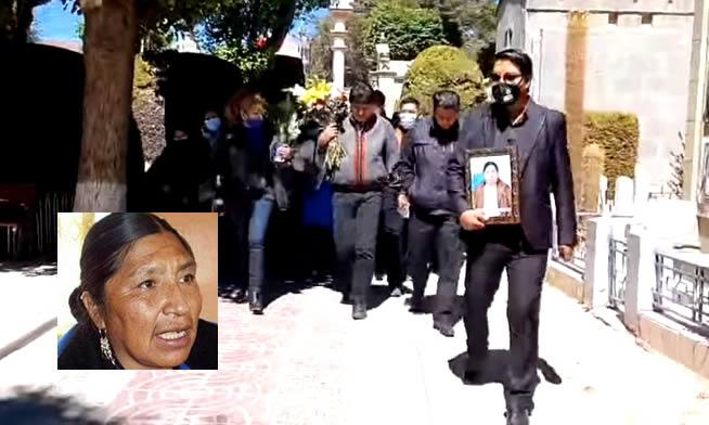 Evo Morales visita la tumba de su hermana Esther a tres meses de su muerte