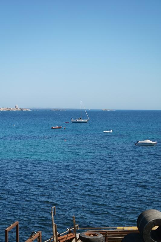 Blog + Fotografie by it's me! - Ses Salines, Ibiza - Blick aufs Meer mit Booten