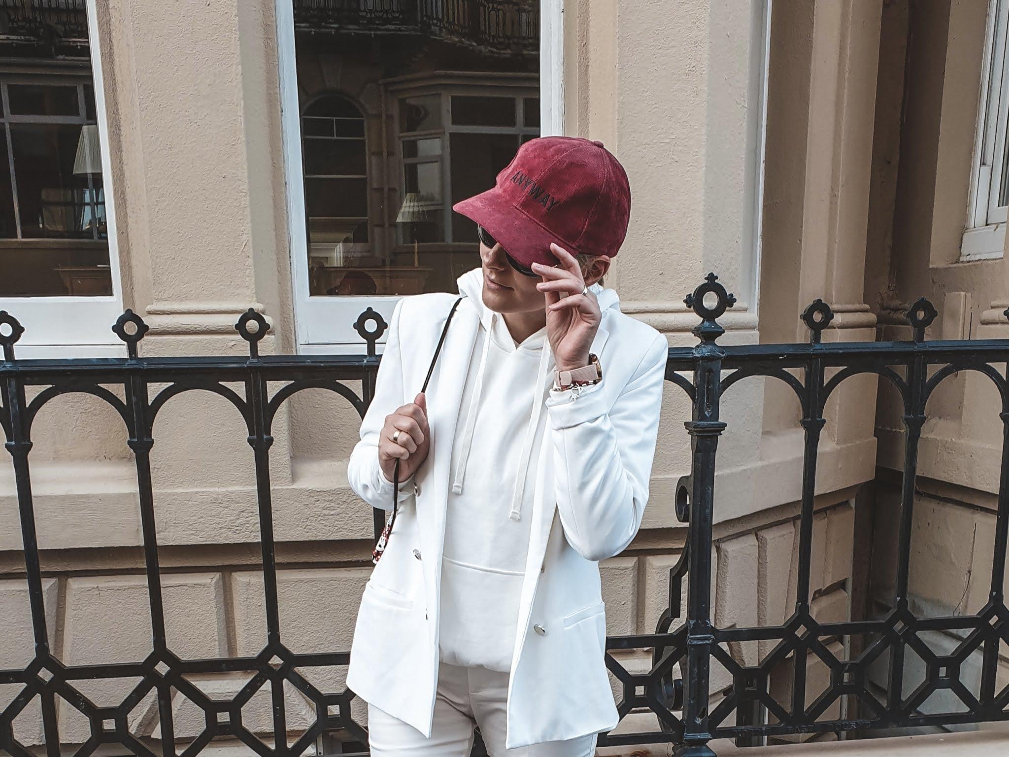 White total look czyli biały garnitur w roli głównej
