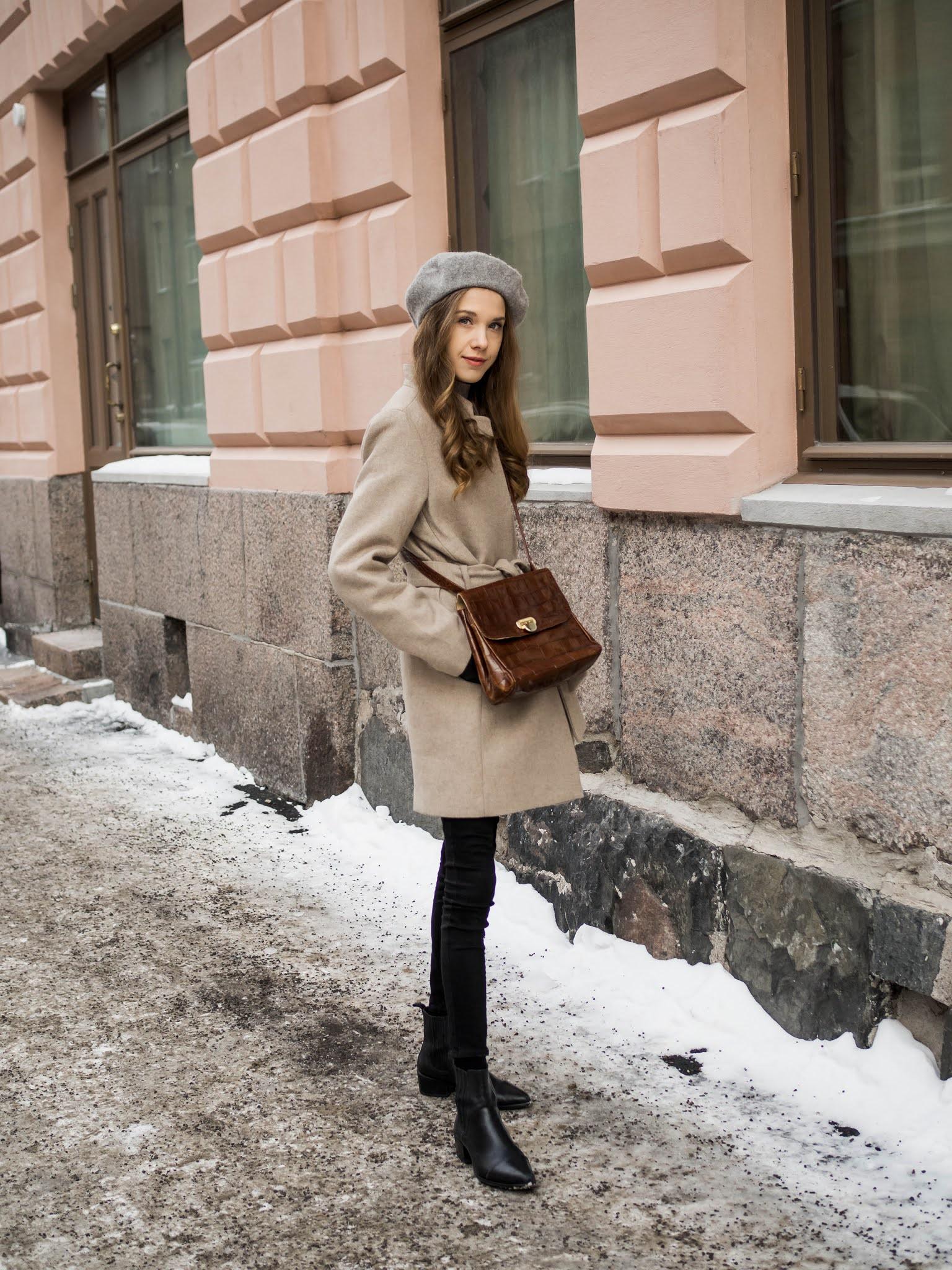 Alkukevään pukeutuminen, asu lyhyen villakangastakin ja baskerin kanssa // Early spring outfit inspiration