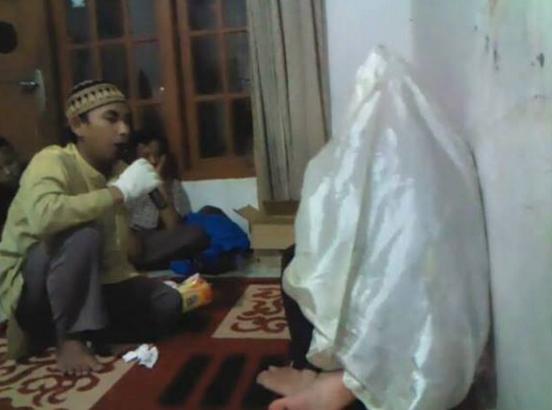 Tata Cara Meruqyah Diri Sendiri Sesuai Ajaran Agama Islam
