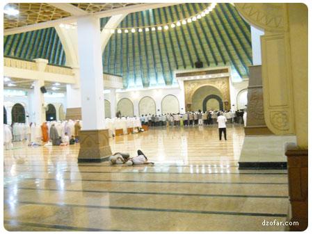Suasana belakang masjid agung jawa tengah pas tarowih