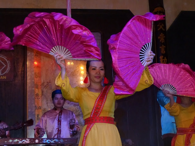 Vietnamese dancers performing in Hoi An
