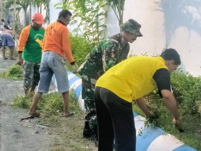 Babinsa Pucang Sawit Koramil 04/Jebres motori warga bersih bersih wilayah