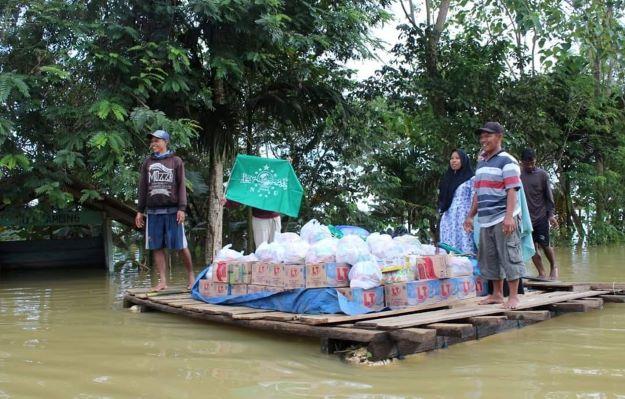 Terjang Genangan Banjir, NU Peduli Salurkan Bantuan