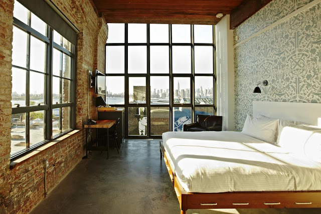 Boutique hotel, 5-minute walk from the seasonal Brooklyn Flea and 0.4 miles from the nearest subway station.