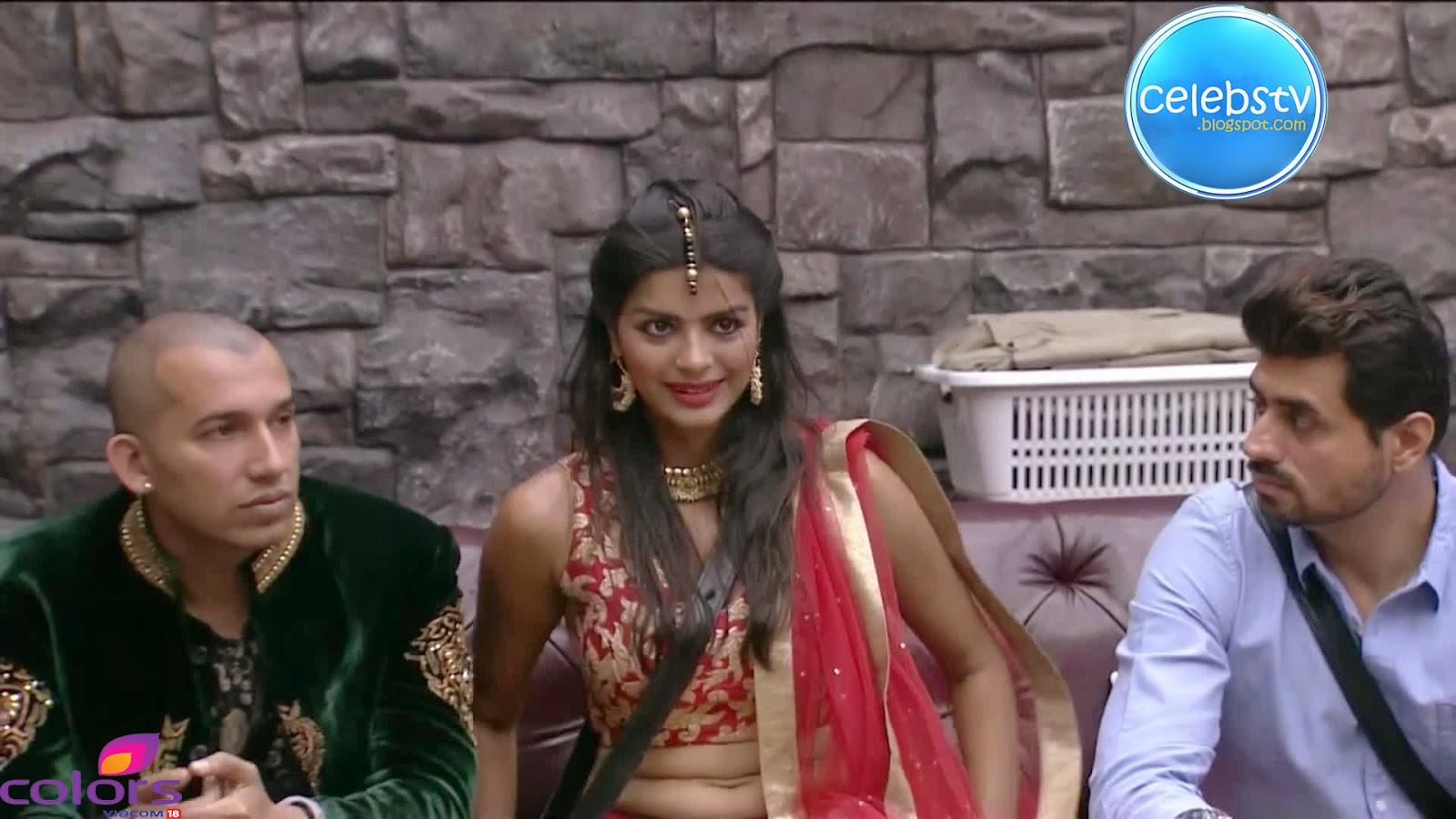 Sonali Raut Hot Navel Show In Bigg Boss 8 - Sexy Celebs World-8384