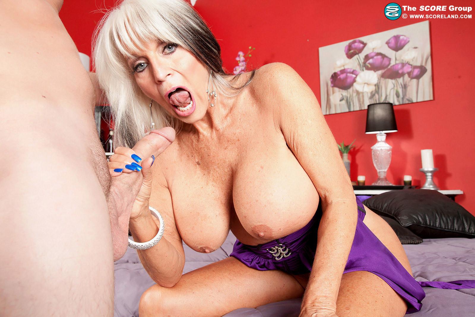 Wifey eats spunk