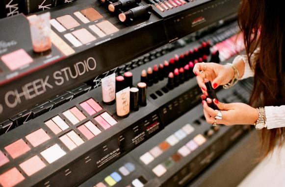 Cara Aman Menggunakan Tester Makeup