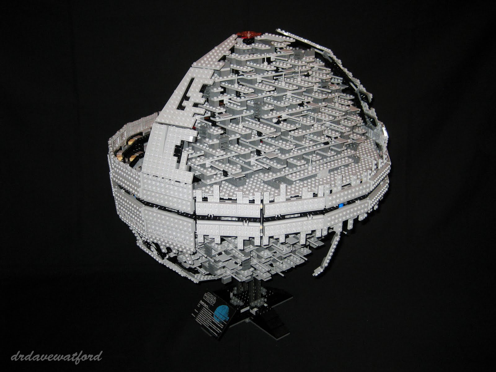 """Gimme Lego: """"That's no moon....."""""""