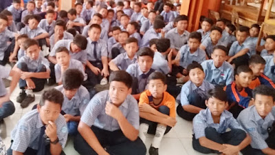 Siswa SMP Negeri 12 Purworejo Serap Ilmu dan Wawasan Tentang Penggunaan Internet Bijak