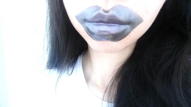 lip mask selfie