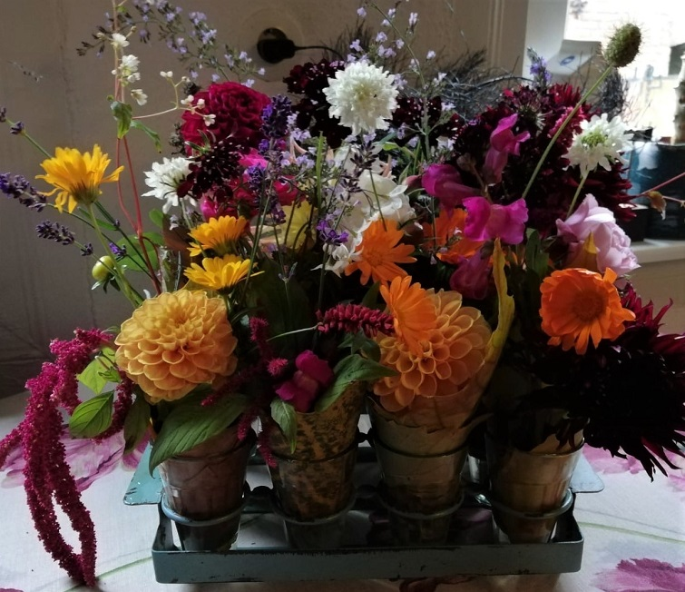Letzte Blumen aus dem Garten - Tischdeko im Herbst