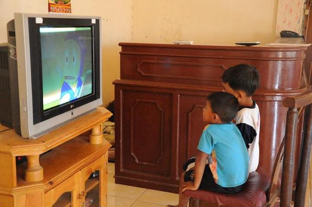 Mirisnya TV Indonesia, Para Ibu Takkan Biarkan Anak Banyak Nonton TV Setelah Tahu Dampaknya