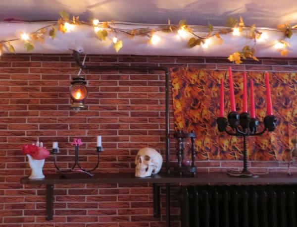 Flammen-Printstoff, Schädel, Sanduhr, Kerzenleuchter auf der Höllen-Seite