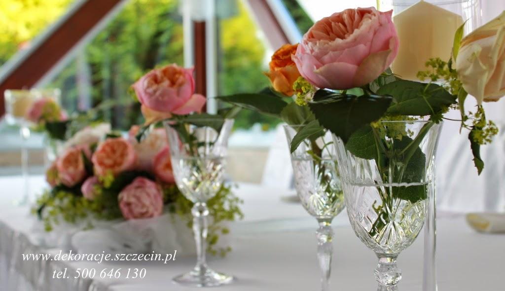 dekoracja stołu weselnego róża angielska