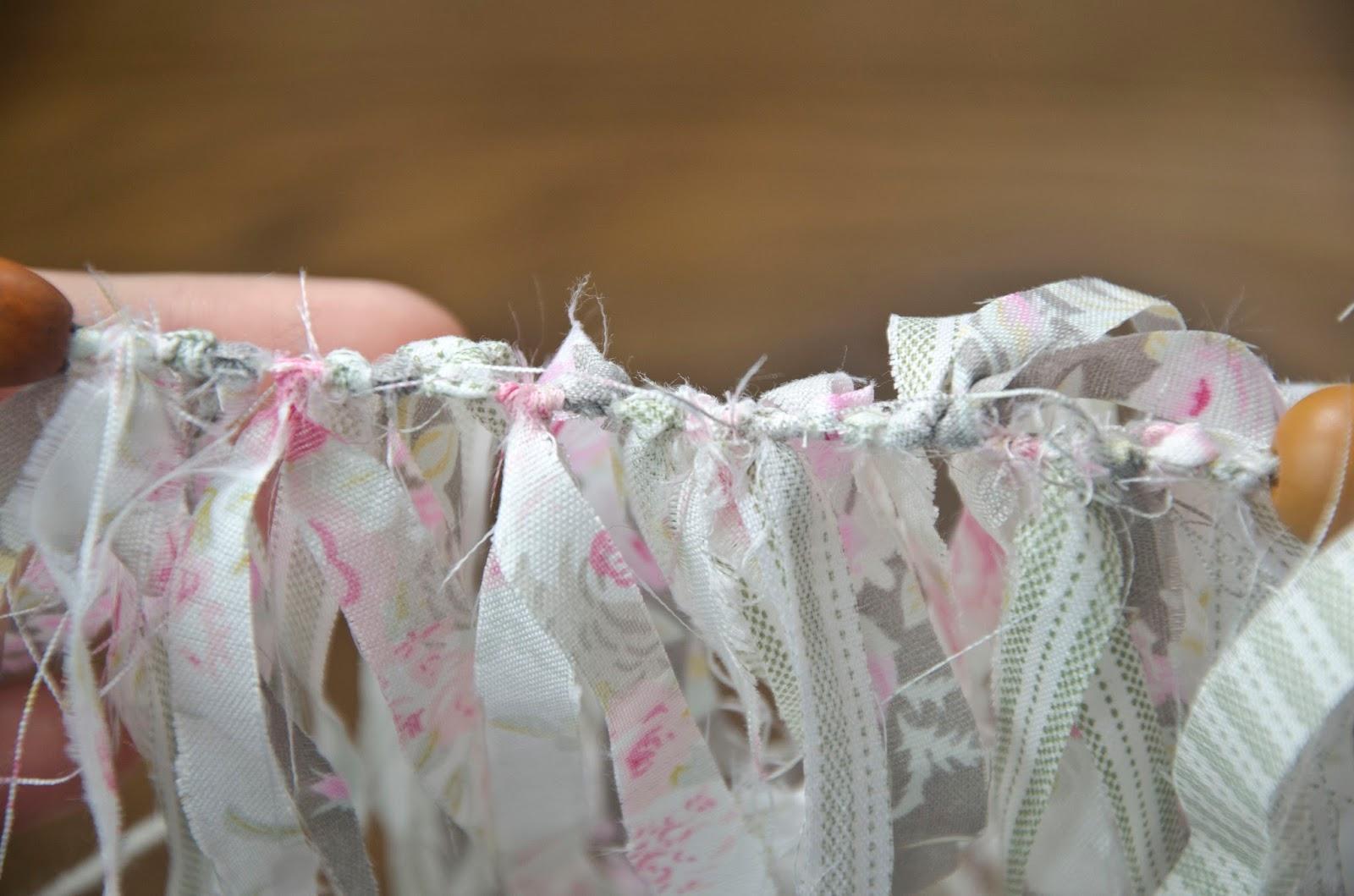 Diy fabriquer une guirlande avec des chutes de tissu - Chute de tissus pas cher ...