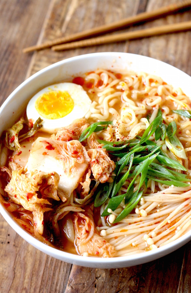 Easy Kimchi Ramen recipe by SeasonWithSpice.com